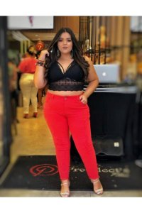 Calça Jeans Plus Size Destroyed Vermelha