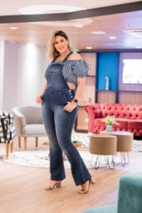 Macacão Jeans Escuro Plus Size Flare