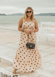 Vestido Plus Size Poá Deusa Têmis