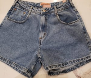 Short  Jeans Mom Cor Azul Médio Claro