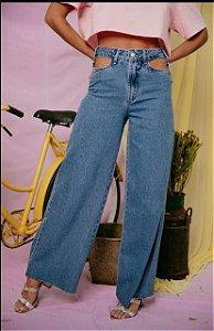 Calça Pantalona Detalhe Vista Vazada