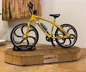 Miniatura Bike MTB com base de madeira de demolição - Amarela