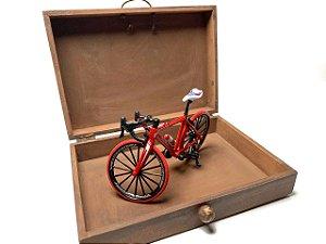 Caixa artesanal Viver é como andar de bicicleta na cor marrom | Pedalemos