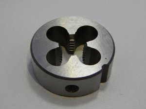 Cossinete Aço Rápido HSS M3 X 0,50 DIN 223-B - OSG