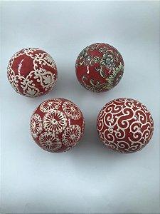 Conjunto com 04 bolas Vermelhas e Creme