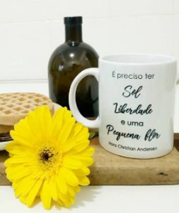 Caneca Literária Sol, liberdade e flor