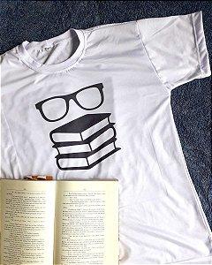 Camiseta Livros e Óculos