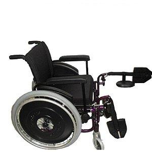 Cadeira de rodas AVD com pedais eleváveis