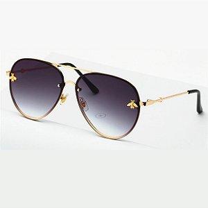 Óculos de sol degradê Cinza, estilo aviador. Unissex. Coleção Bee – by Carol Schutz
