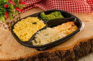 Frango Tipo Parmegiana, Brócolis, Repolho e arroz integral temperado 390g