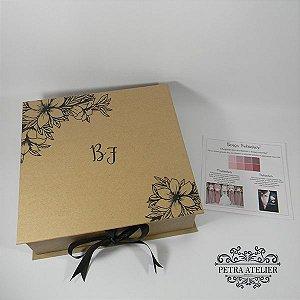 Caixa para padrinhos rústica com manual - tam:24x24x7cm