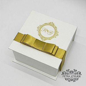Caixa pérola com dourado de padrinhos - tam:10,5x10,5x6cm