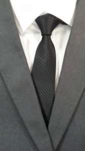 gravata preta frisada