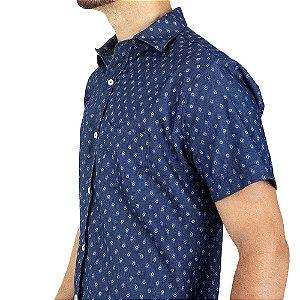 Camisa Masculina de Mangas Curtas em Jeans Leve Estampado