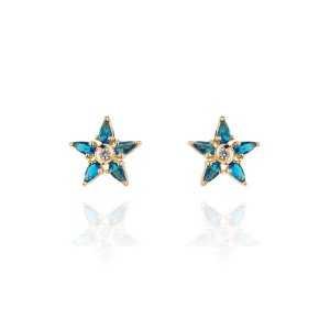 Brinco semijoia em formato de estrela, cravejado com cristais zircônia e banhado em ouro 18k