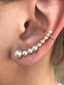 Brinco ear cuff banhado a ouro com oito pérolas e detalhe de zircônia