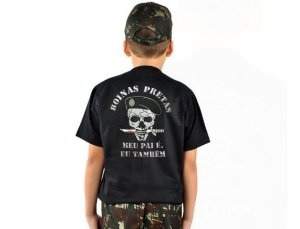 Camiseta Infantil Estampada Boinas Pretas