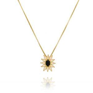 Colar pingente flor petalas brancas e miolo negro Folheada ouro 18k
