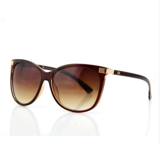 0e7d3de79ed12 A armação do óculos é feita em acetato e as lentes em policarbonato  polarizadas com proteção UV 400.