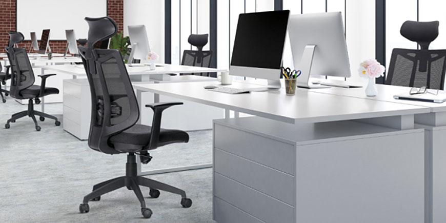 Ambiente de Escritório com Cadeira Frisokar Aika Presidente