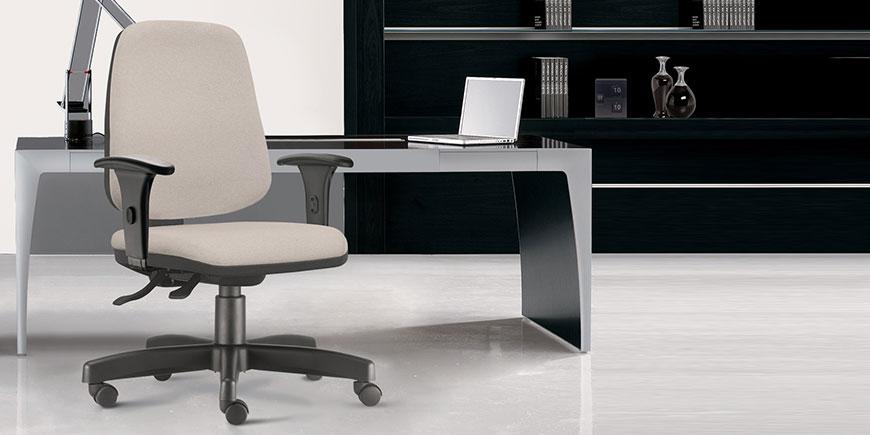 Ambiente de Escritório com Cadeira Frisokar Job Presidente