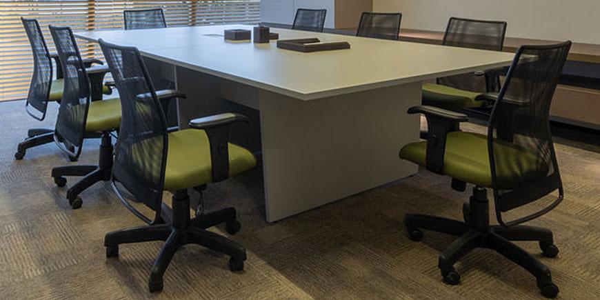 Ambiente de Escritório com Cadeira Frisokar Diretor Addit