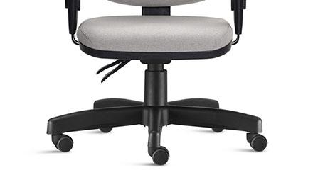 Detalhe da Base Giratória da Cadeira Frisokar Job Presidente
