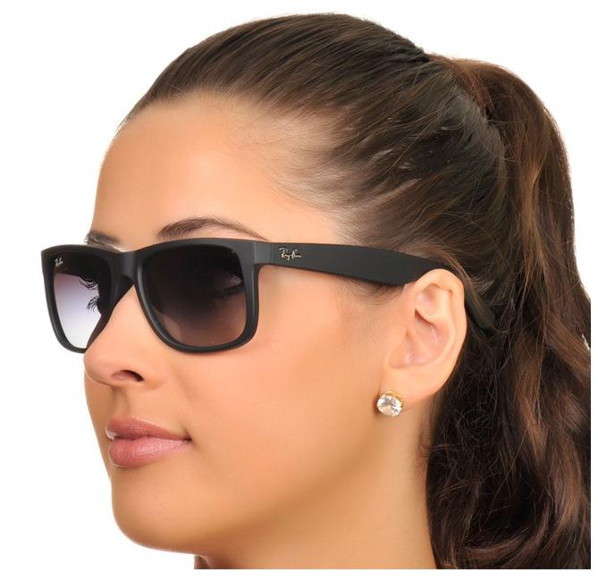 O Ray-Ban Wayfarer Classic® é um dos modelos de óculos mais conhecidos da  história. Desde o seu primeiro lançamento, em 1952, tem se tornado cada vez  mais ... aec6fcd59d