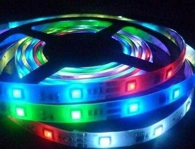 FITA DE LED 5050 ROLO COM 5 METROS 300 LEDS RGB COLORIDA COM FONTE - CAIXA FECHADA C / 100 PEÇAS