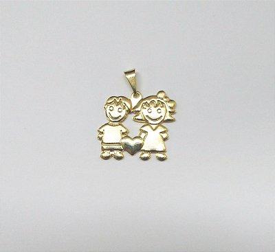 Pingente Folheado Dourado Banhado Ouro Menino e Menina - PI405