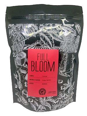 FULL BLOOM - Corpo licoroso, aroma e sabor de frutas maduras e acidez mediana. Embalagem com 10 cápsulas compatíveis às máquinas Nespresso.