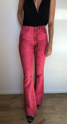 Calça Jeans Flare Animal Print - Cobra Pink - Santé Denim
