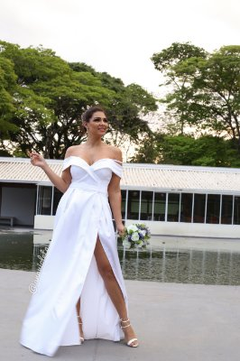Vestido de noiva ombro a ombro com alças