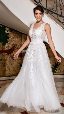 Vestido de noiva longo tule com bordado floral