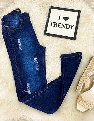 Calça Jeans Escura Pequenos Desfiados