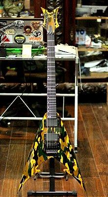 (Semi Novo) Guitarra Amg War Machine ( Vixen Style ) Emg 81/85 - Gotoh -------- R$ 3.899,00
