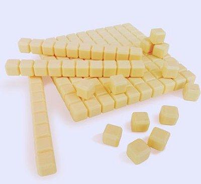 Material dourado plástico