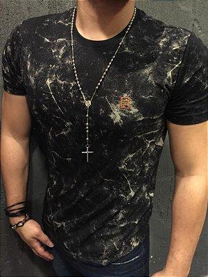Camiseta Filho Rico Gola O Lavanderia - Estampada Preta com Branco