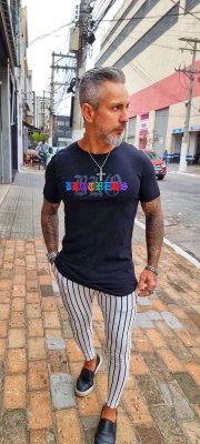 Camiseta Long Preta Colored Writings