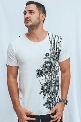 Camiseta Corte a Laser Espinhos Skull