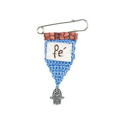 Berloque Crochê Azul e Bordado Fé Pequeno