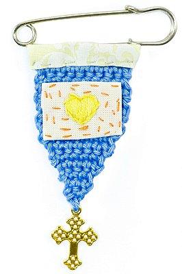 Berloque Crochê Azul e Bordado Coração Amarelo Pequeno
