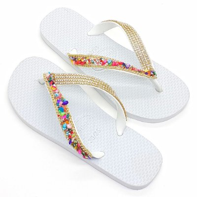 Chinelo Branco Decorado com Strass e Pedraria Colorida