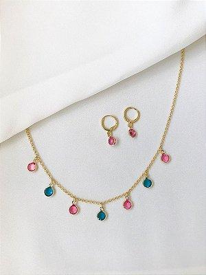 Conjunto Colors com aplicação de cristais pink e safira no banho de ouro