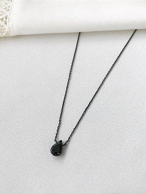 Colar Gota Negra cravejada com ônix em banho de ródio negro