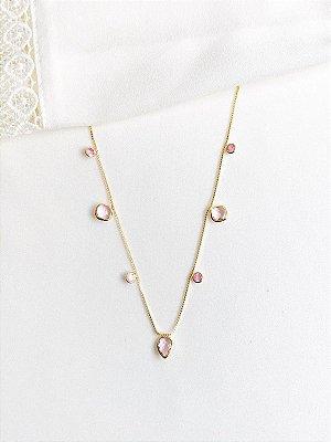 Colar Norah com aplicação de pingentes na corrente rosa quartz em ouro
