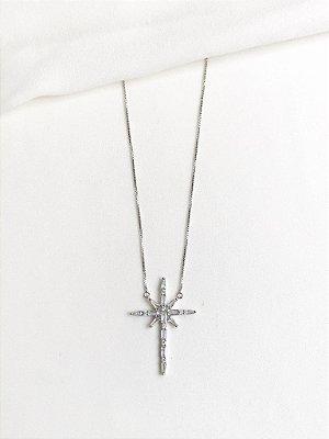 Colar Divine em crucifixo estrelar de zircônias e banho de ródio branco