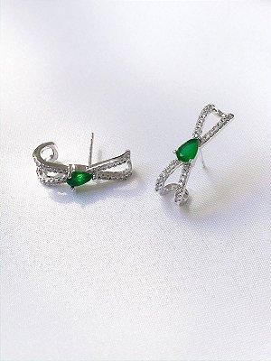 Brinco Ear Hook gota Esmeralda banhado a ródio branco