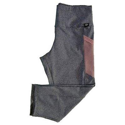 Calça corsário cinza c/ bolso tela plus size