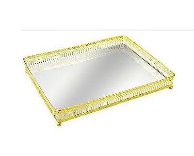 Bandeja em metal dourado espelhada 27x20